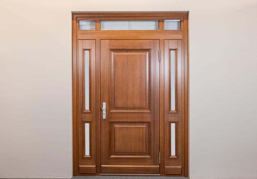 Masīvkoka durvis