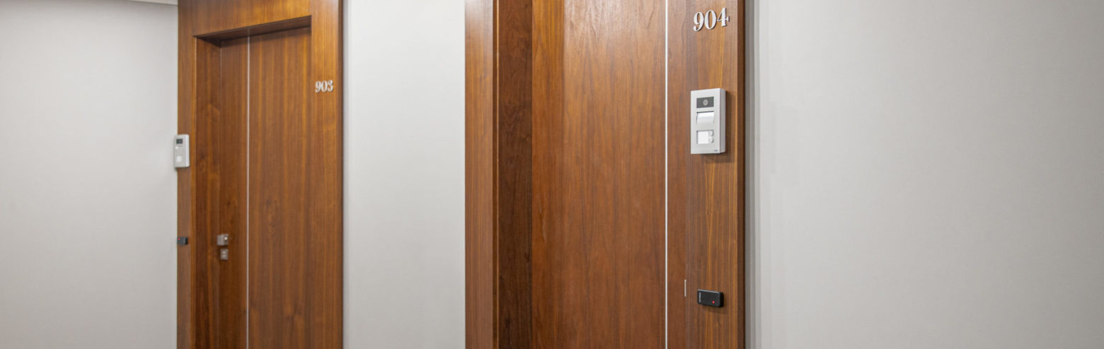 Fire-resistant and sound-insulated doors