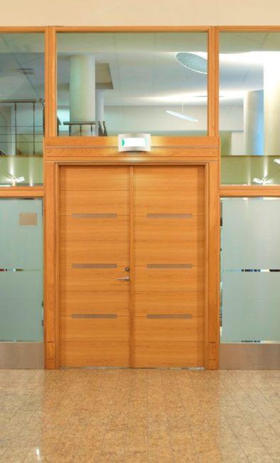 Двери для перегородок с алюминиевым профилем