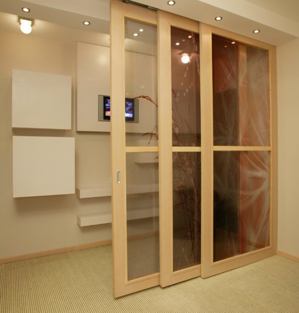 Partition walls with a fixed or sliding leaf
