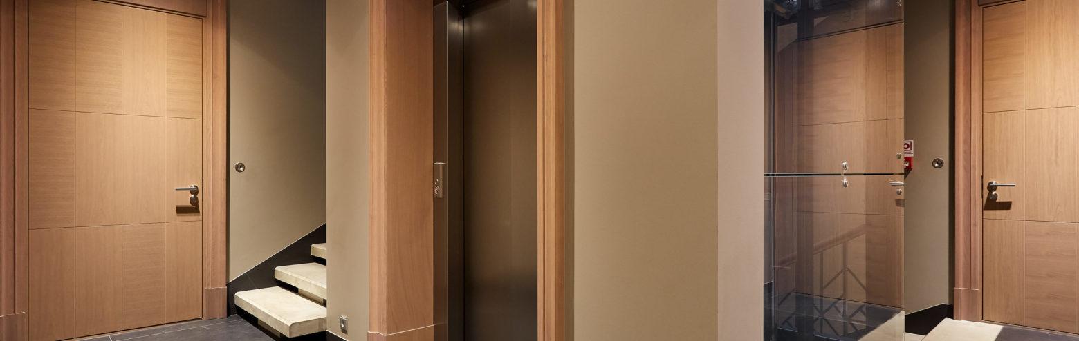 Masīvkoka un pastiprinātas koka durvis
