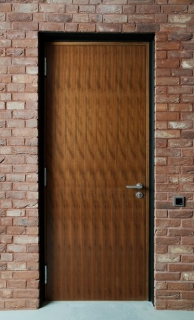 Fire-resistant and sound-insulated doors for historic and classic interiors