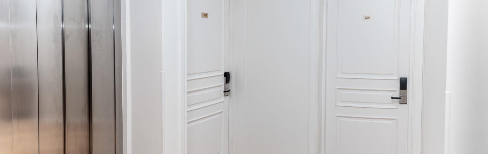 Ugunsdrošas un skaņu izolējošas durvis vēsturiskiem, klasiskiem interjeriem