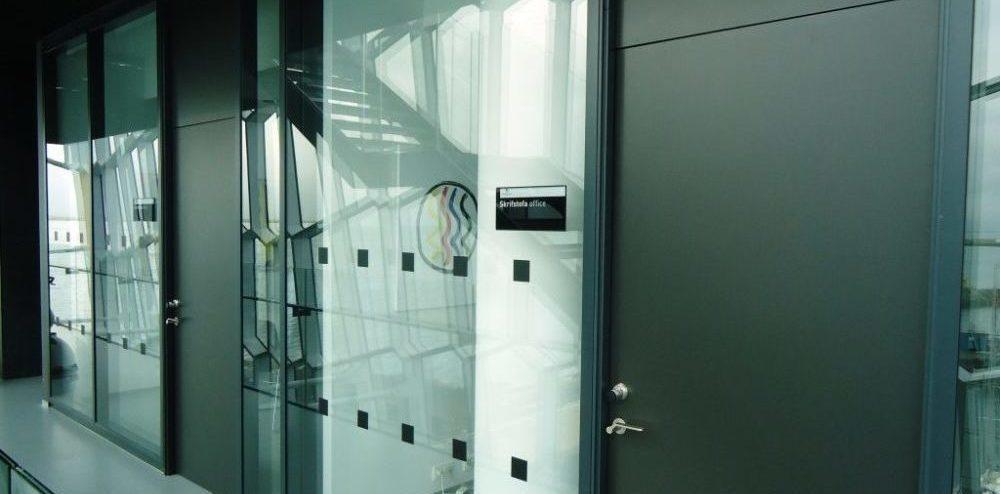 Durvis alumīnija profilu starpsienām